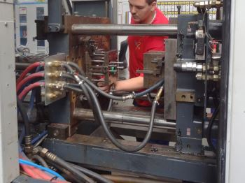 Injection moulding via gas injection (2)